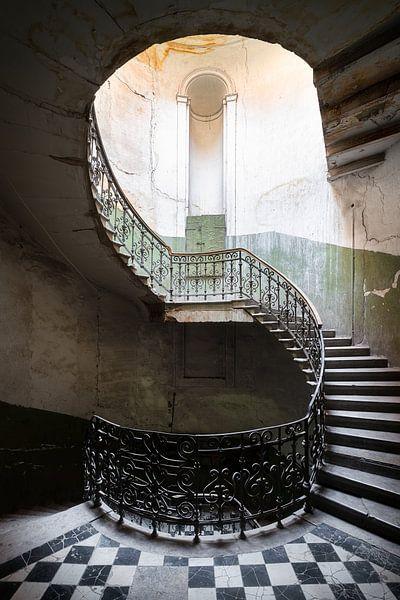 Verlaten Spiraaltrap. van Roman Robroek