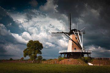 Wolkenlucht van Frank Verburg