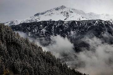 Sneeuw in de bergen in Zwitserland van