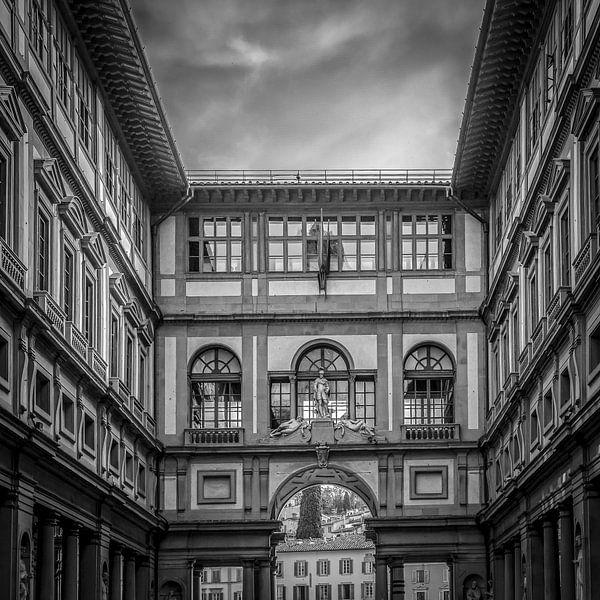 Italië in vierkant zwart wit, Uffizi van Teun Ruijters