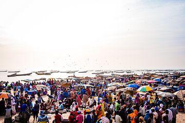Vismarkt M'bour Senegal van Babet Trommelen