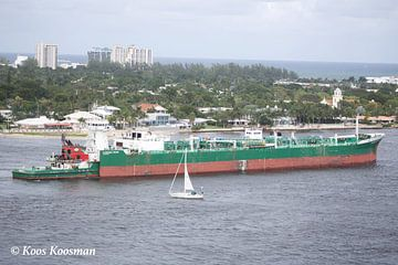 Vrachtschip op de Caribbean van Koos Koosman