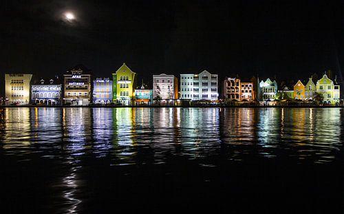 Punda in Willemstad Curacao by night van
