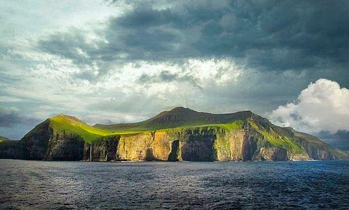 De indrukwekkende kustlijn van De Færøer Eilanden