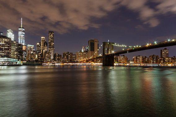 New York in de avond van Bart van Dinten