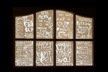 Namen in het raam van