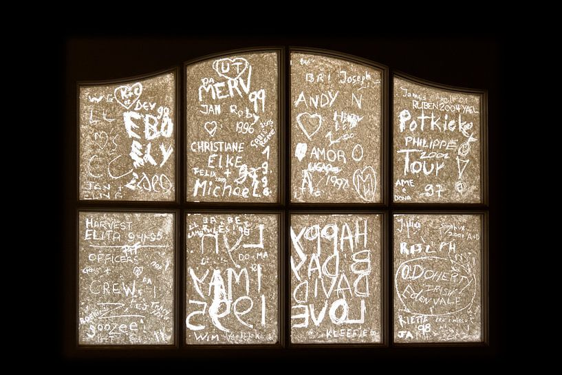 Namen in het raam van Studio Wanderlove