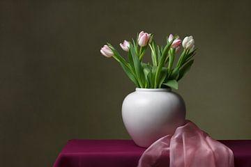 Stilleven met tulpen van Mirjam Brozius