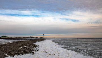 Bevroren Waddenzee richting Jachthaven Vlieland. van Gerard Koster Joenje (Vlieland, Amsterdam & Lelystad in beeld)