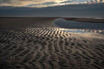 Strandwandeling in november van Carla van Zomeren