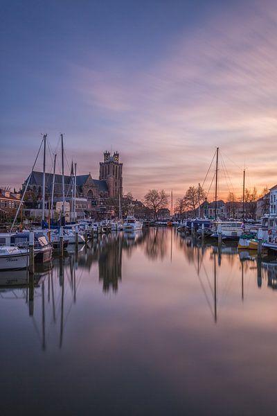Grote Kerk en Nieuwe Haven in Dordrecht bij zonsondergang van Tux Photography