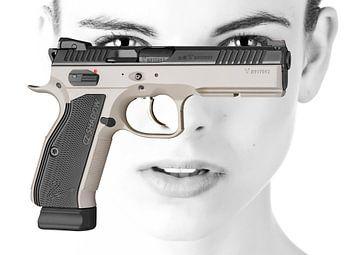Bewaffnete Schönheit von Christa Wijga