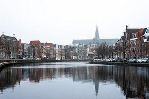 Bocht in het Spaarne Haarlem met zicht op de Grote Bavo van willemien kamps