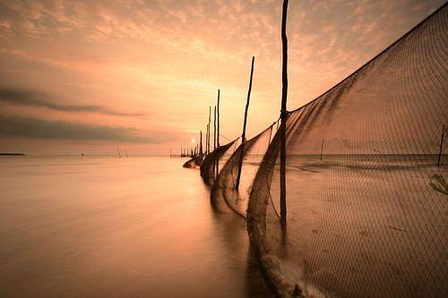 Visnetten bij zonsopkomst