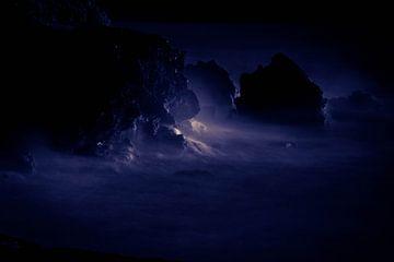 The night is blue van