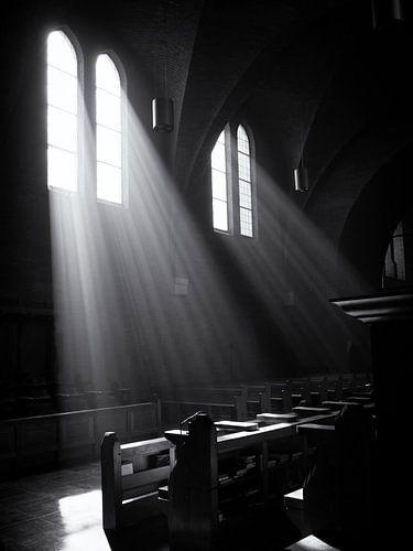 Lichtval door kerkramen van