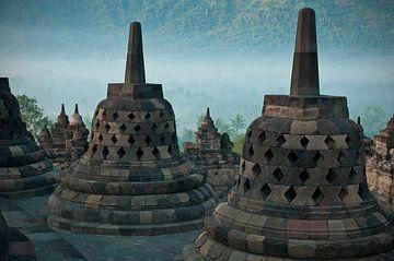 Mystieke ochtendstemming in Borobudur van Andreas Kilian