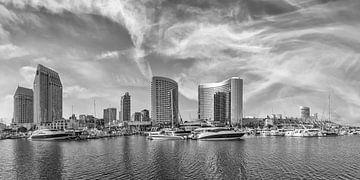 SAN DIEGO Skyline | Panorama Monochrom von Melanie Viola