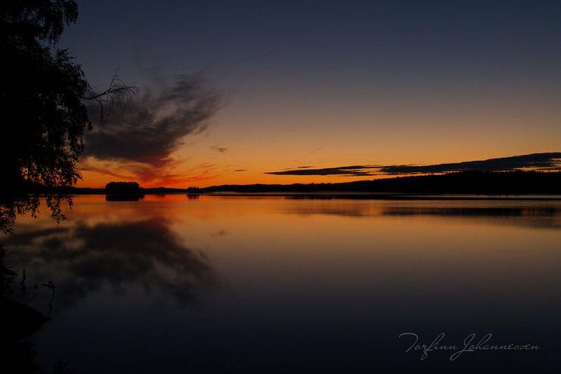 Middernacht In Zweeds Lapland 2 van Torfinn Johannessen