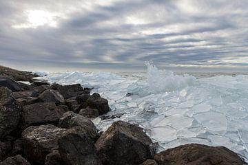 Kruiend ijs II van André Dorst
