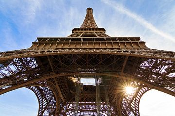 Eiffeltoren zon vanaf onder