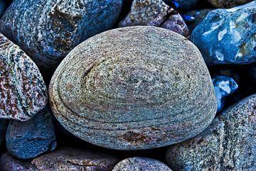 Steine am Ufer von Norbert Sülzner