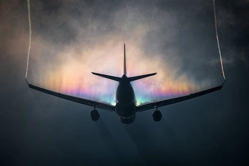 KLM Airbus A330-200 met regenboog condensatie van Mark de Bruin