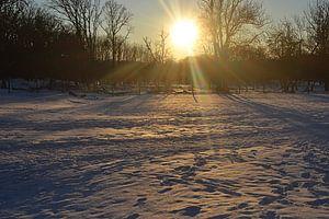 Zonsondergang in de sneeuw van JTravel