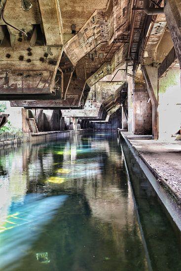 Koelbak oude staalfabriek 2 van Nart Wielaard