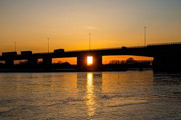 Building bridges van Stefan Lucassen