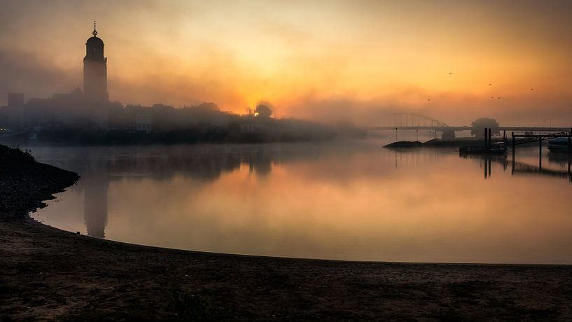 Misty sunrise van Patrick Rodink