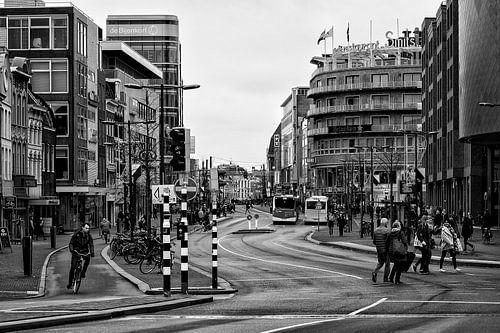 Het Vredenburg en de Lange Viestraat in Utrecht in zwart-wit van