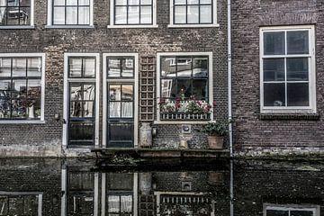 Alte Fassade am Wasser von Ans Bastiaanssen