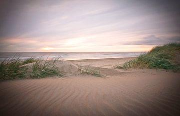 sfeer en licht op het strand von