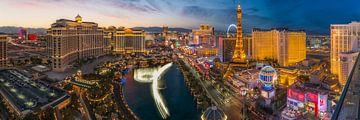 Las Vegas Skyline Panorama - 2 von Edwin Mooijaart