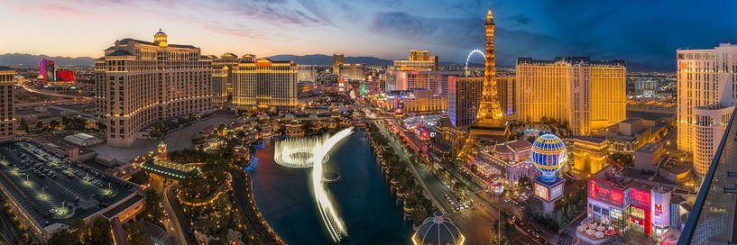 Las Vegas Skyline Panorama - 2 van Edwin Mooijaart