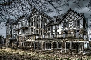 Hotel Du Golf/ Hounted House van
