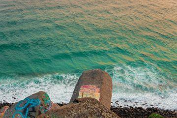 Klippe am Meer von Ennio Brehm