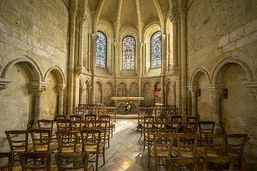 Middeleeuwse kerk met altaar von Kayo de Visser