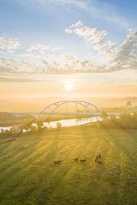 Walfridusbrug tijdens Zonsopkomst (poster) van Droninger