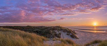 Zonsondergang aan de kust in Zeeland van Remco-Daniël Gielen Photography