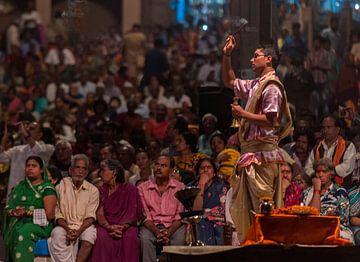 India: Aarti ceremonie (Varanasi) von Maarten Verhees