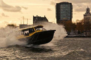 Watertaxi , Rotterdam van Marco Neleman