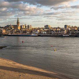 Stadgezicht Nijmegen - gouden uur van Henk Verheyen