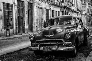 Geparkeerde klassieke auto in Havanna straatbeeld van