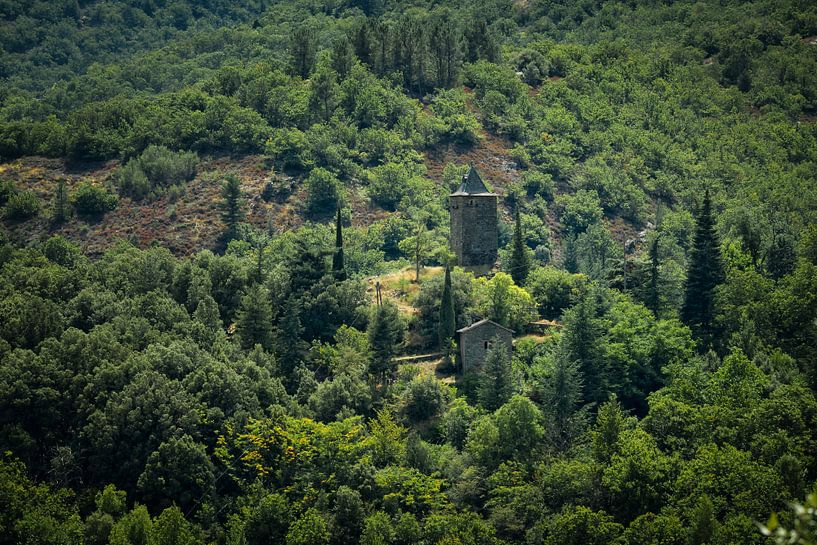 Kerktoren in de Franse Cevennes van Pascal Raymond Dorland