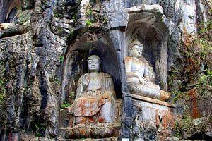 Zittende Boeddha's in rots van