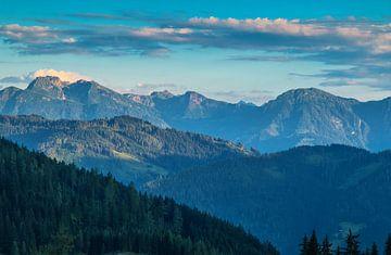 Alpen in Oostenrijk met avondlicht