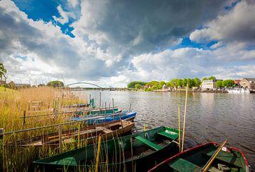 De brug over het Zwartewater van Hasselt (Overijssel) von Karel Pops