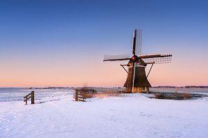 Molen het Zwaantje bij Nijemirdum - Friesland in de winter van Marijn Alons
